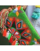 sac, pochette, panier réalisé en raphia, coton ou laine, de style ethnique colorés ces sacs sont un sublimateur pour vos tenues d hiver ou d été