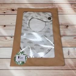 Bavoir bandana nuages et son packaging