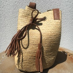 woman bag in natural fiber palme leaves