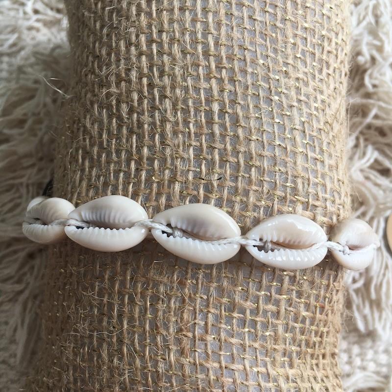 Bracelet cauris cordon blanc ajustable